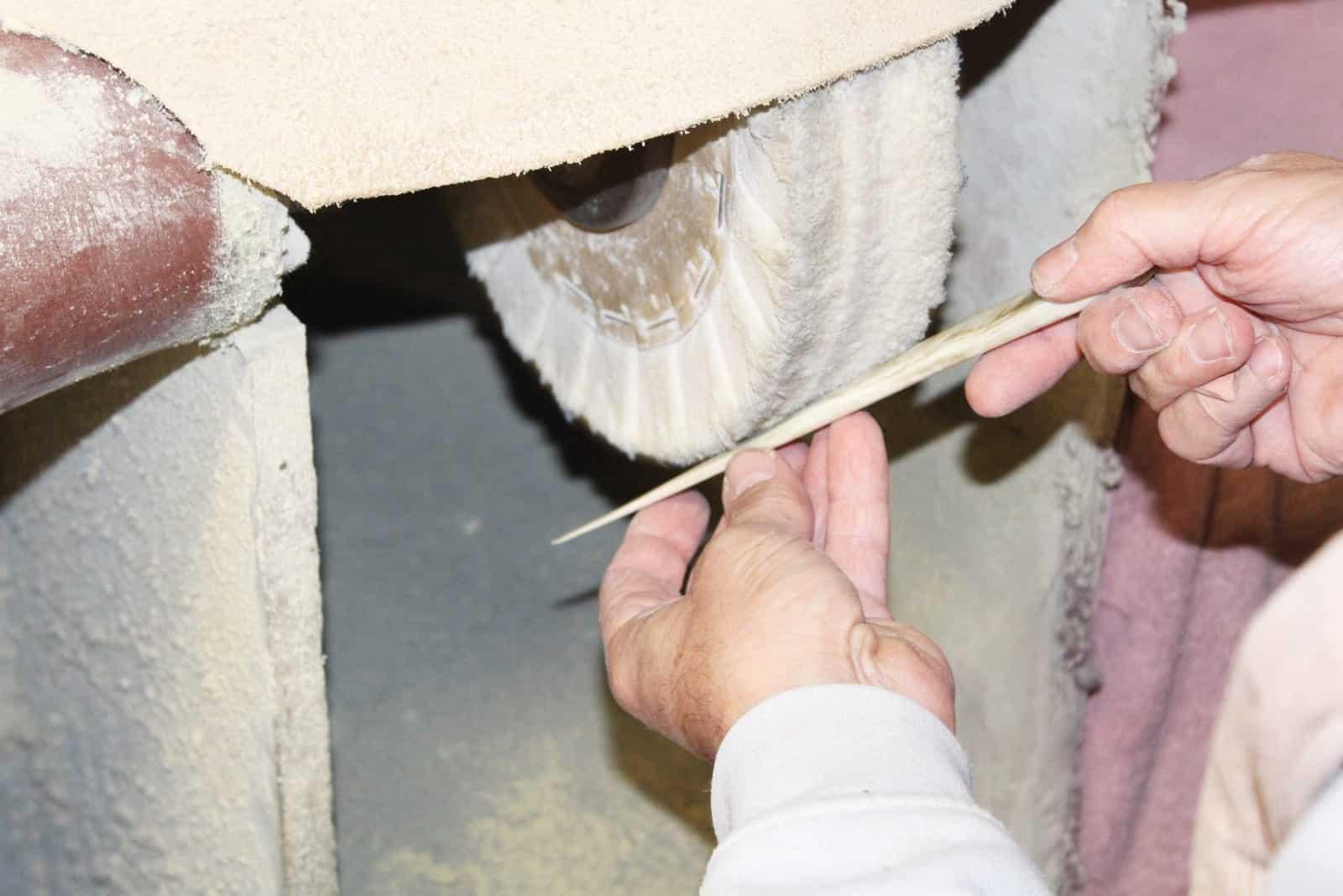 Kunsthandwerk Hornverarbeitung Thohr Polieren